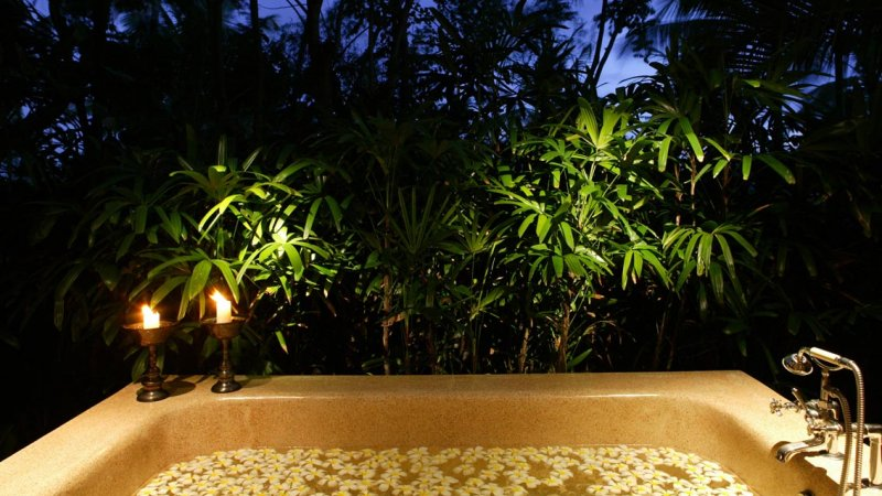 35-Outdoor Spa Bathtub
