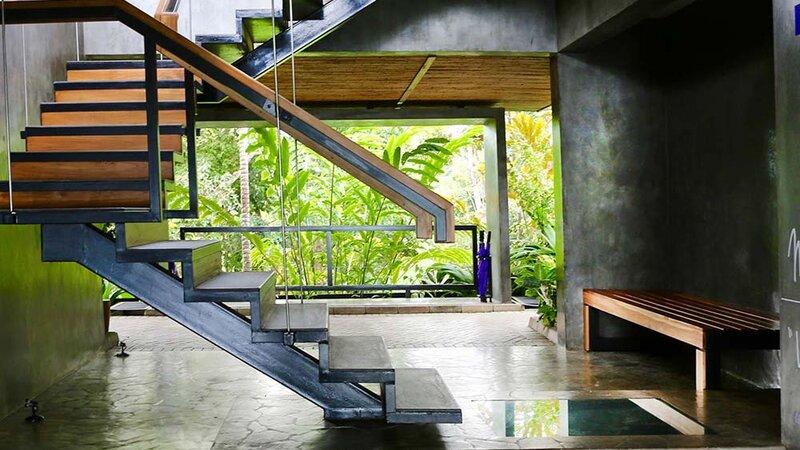 Costa-Rica-Uvita-Hotel-Kura-Design-Villas-zwembad-trap