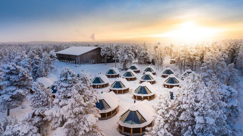 Finland-Lapland-Ivalo-Wilderness-Hotel-Inari-luchtfoto-aurora-cabins