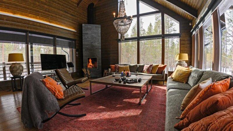 Finland-Lapland-Levi-Spirit-Villas-woonkamer-haardvuur