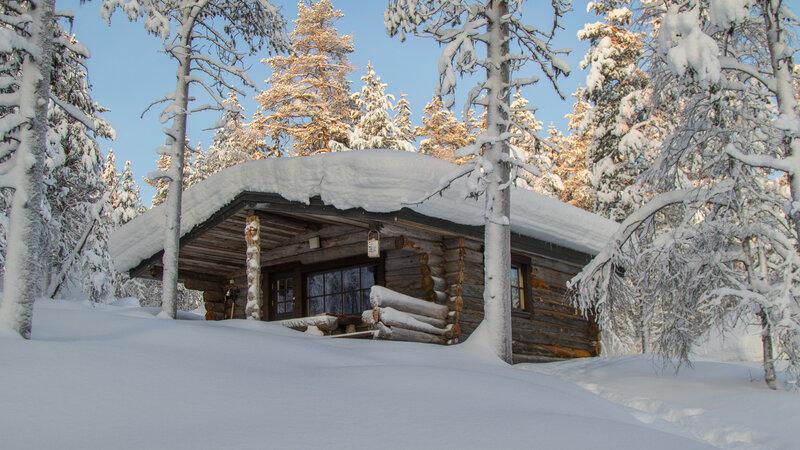 Finland-Lapland-Saariselka-Javri-Lodge-wilderness-cabin-sneeuw