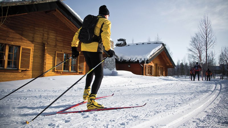 Finland-Lapland-Yllas-L7-Luxury-Lodge-excursie-country-ski