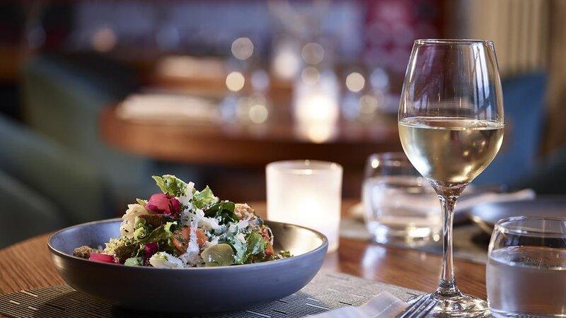 Griekenland-Epirus-Aristi-Mountain-Resort-sfeerbeeld-eten-restaurant