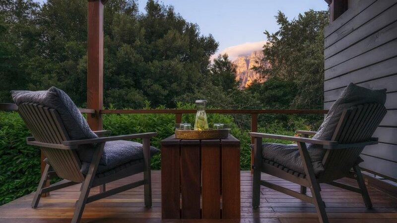 Griekenland-Epirus-Aristi-Mountain-Resort-zetels-terras
