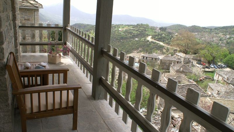 Griekenland-Epirus-Gebergte-Mikro-Papigo-Hotel-balkon