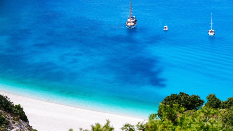 Griekenland-Halkidiki-boten-zee-strand