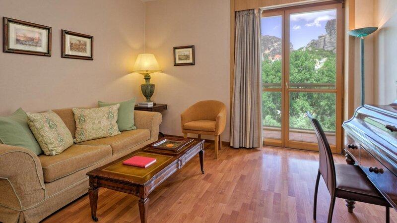 Griekenland-Meteora-Divani-Meteora-Hotel-junior-suite-living