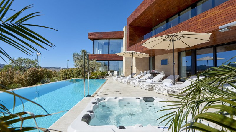 Ibiza-Ibiza-de-luxe-zwembad-jacuzzi