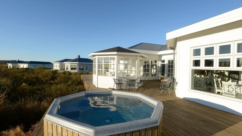 IJsland-Ásborgir-Hotel-Grimsborgir-hottube