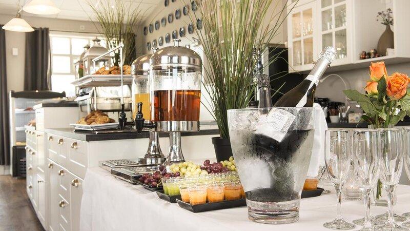 IJsland-Ásborgir-Hotel-Grimsborgir-ontbijt