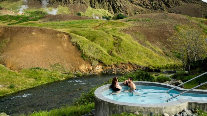 IJsland-Reykjadalur-Frost-and-Fire-Hotel-hottube