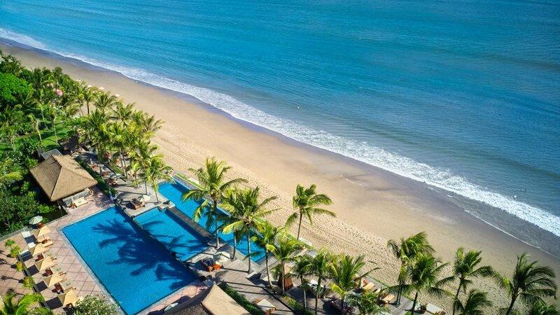 Indonesië-Bali-Seminyak-The-Legian-luchtfoto-zwembad