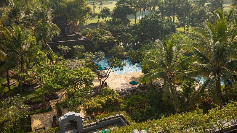 Indonesië-Java-Yogyakarta-Hyatt-Regency-tuin-met-zwembad