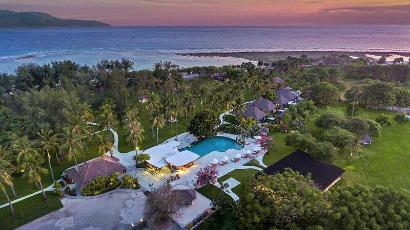 Indonesië-Lombok-Gili-Trawang-Pondok-Santi-Estate-luchtfoto-zwembad