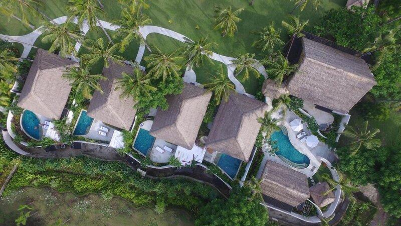 Indonesië-Lombok-Gili-Trawang-Pondok-Santi-Estate-pool-villas-luchtfoto