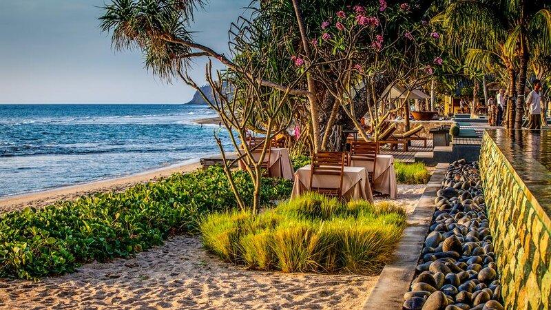 Indonesië-Lombok-Senggigi-Qunci-Villas-resto-strand