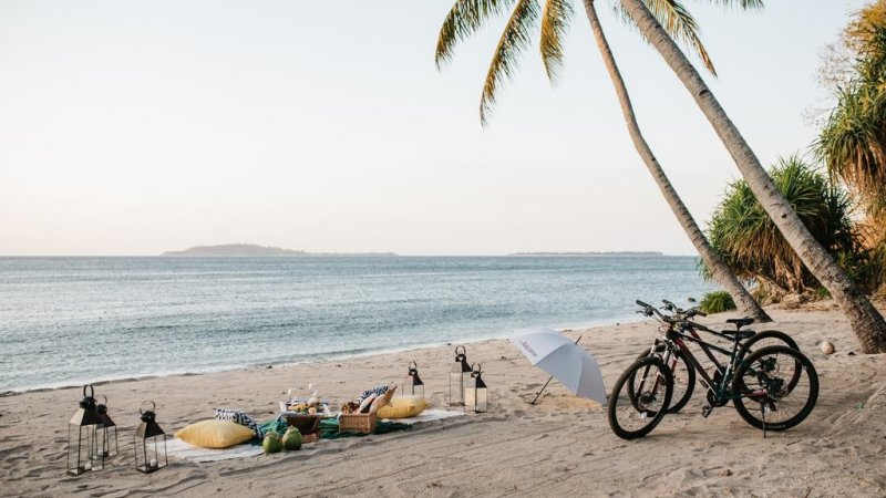 Indonesie-Lombok-The-Kayana-Resort-strand