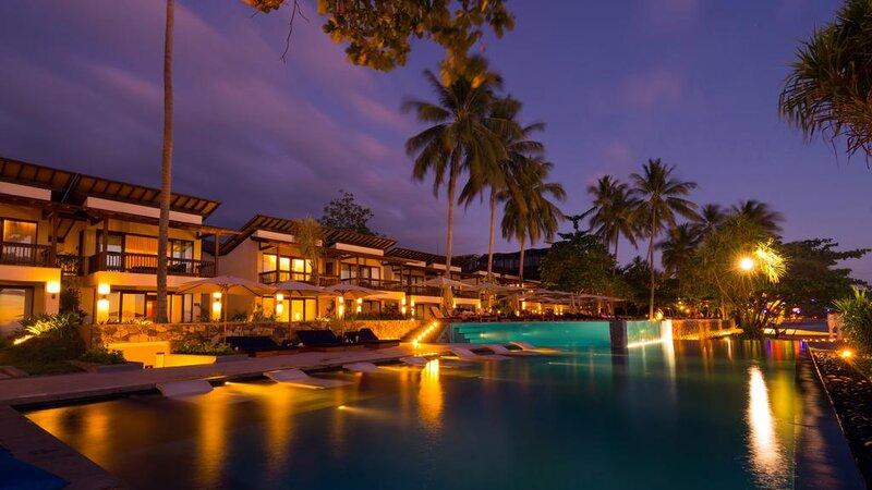 Indonesie-Senggigi-Katamaran-Resort-zwembad-avond