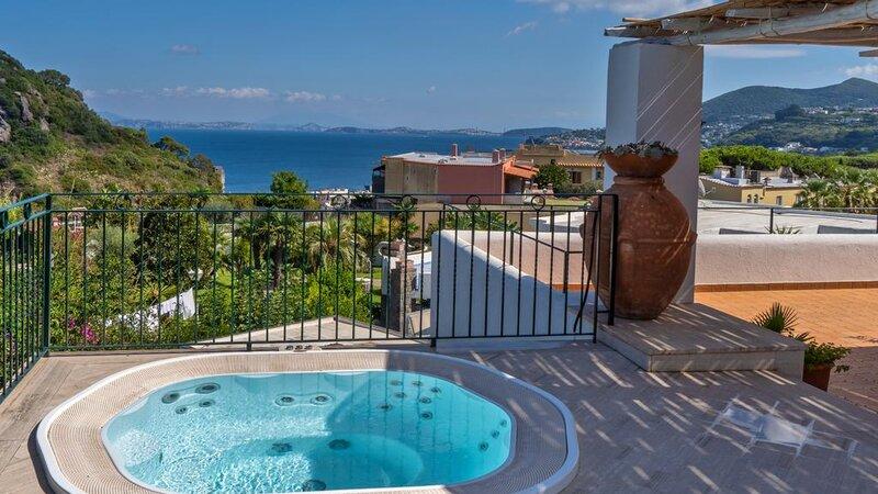 Ischia-Botania-Relais-&-Spa-jacuzzi-terras