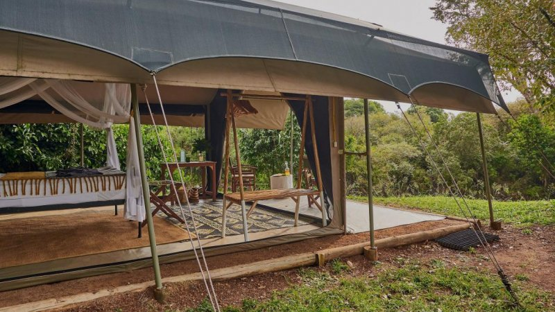Kenia-Masai Mara-Emboo River Camp-kamer volledig open-min