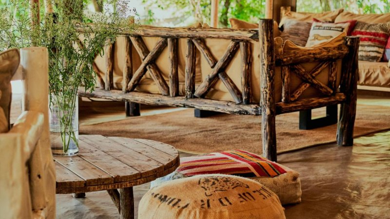 Kenia-Masai Mara-Emboo River Camp-lounge details-min