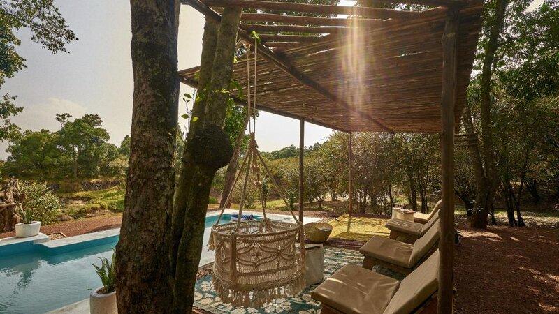 Kenia-Masai Mara-Emboo River Camp-zwembad lounge-min