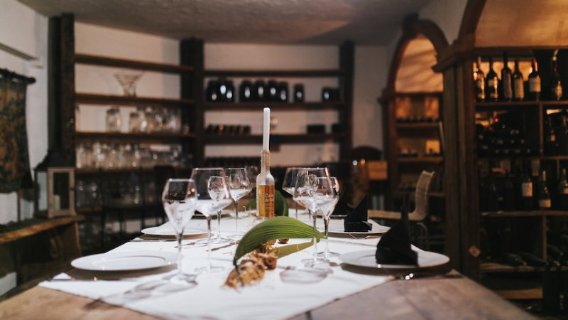 La-Reunion-Hotel-Tsilaosa-diner-wijnkelder