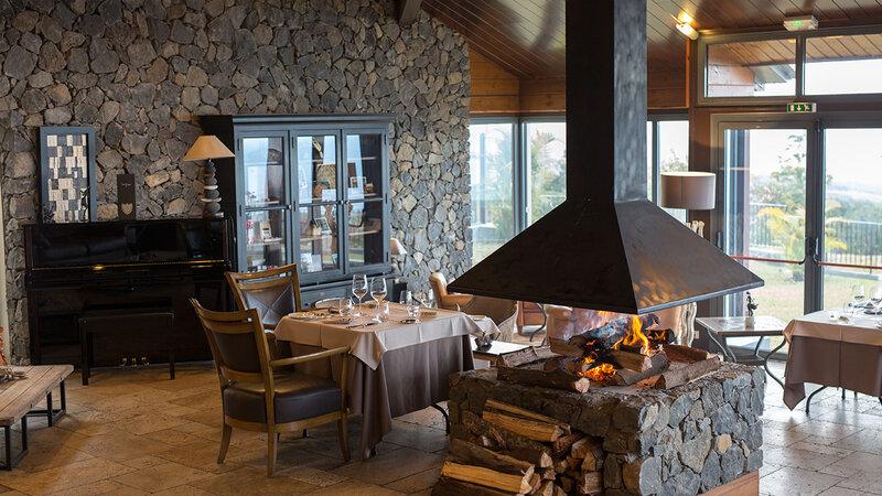 La-Reunion-oostkust-Diana-Dea-Lodge-restaurant-openhaard