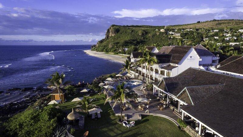 La-Reunion-westkust-Boucan-Canot-Hotel-luchtfoto-2