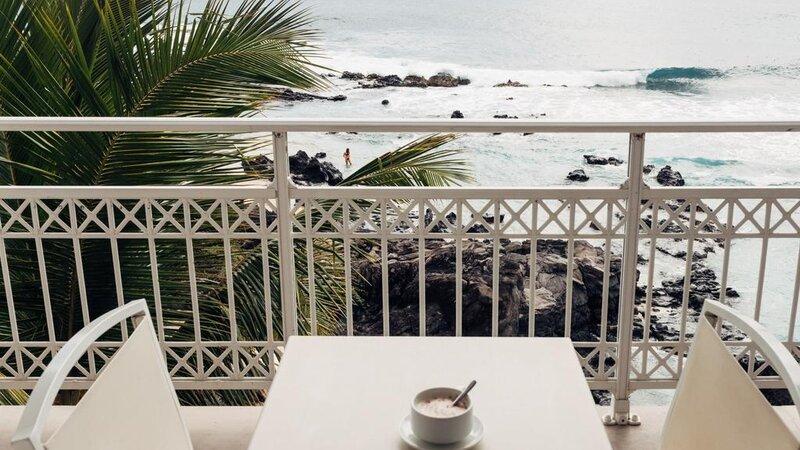 La-Reunion-westkust-Boucan-Canot-Hotel-zwembad-balkon-zeezicht-2