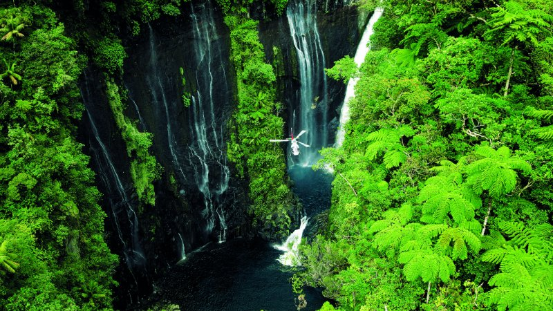La-Reunion-westkust-excursie-helikopter-CREDIT-IRT-serge-gelabert 2
