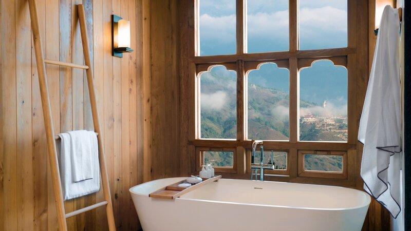 Lodge_Suite_bathtub_at_Thimphu_[8093-LARGE]