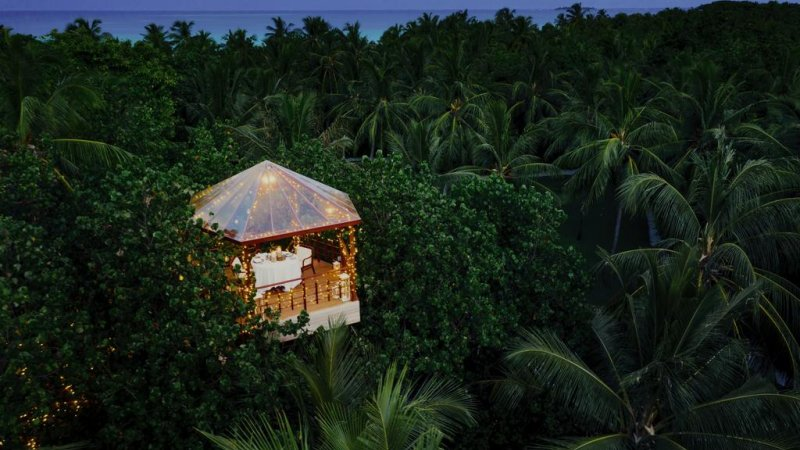 Malediven-North-Malé-Atoll-One-and-Only-Hotel-romantisch-diner-boven-de-jungle