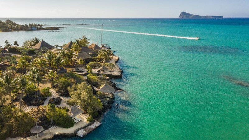 Mauritius-Paradise-Cove-Hotel-luchtfoto-2
