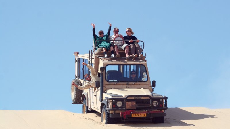 Namibië-algemeen-safari-mensen in jeep