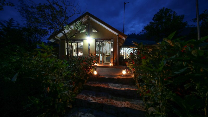 Oeganda-Bwindi Impenetrable Forest-Gorilla Safari Lodge (3)