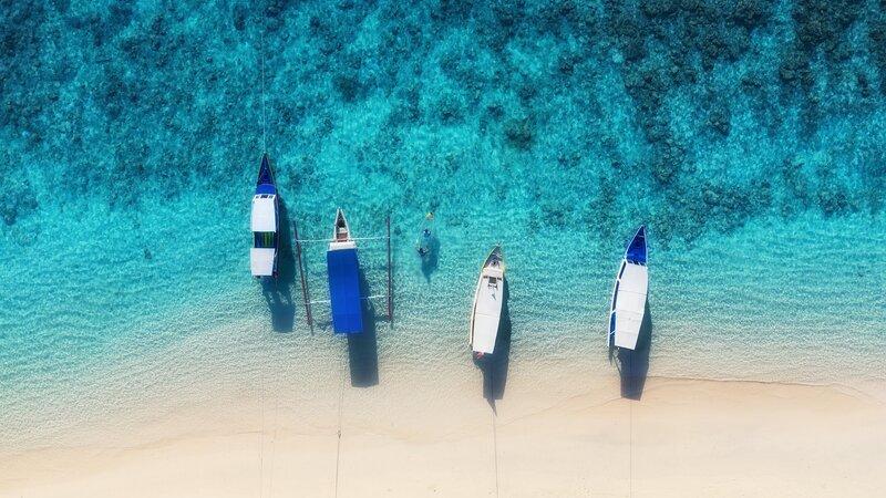 rsz_indonesië-gili-eilanden-strand-met-bootjes