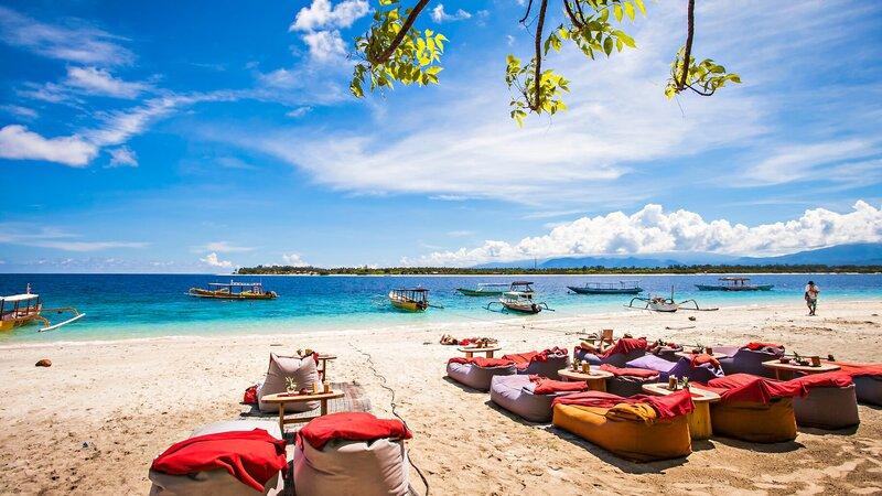 rsz_indonesië-gili-eilanden-strand-met-ligzakken