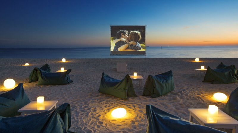 rsz_malediven-south-malé-atoll-velassaru-cinema-under-the-stars