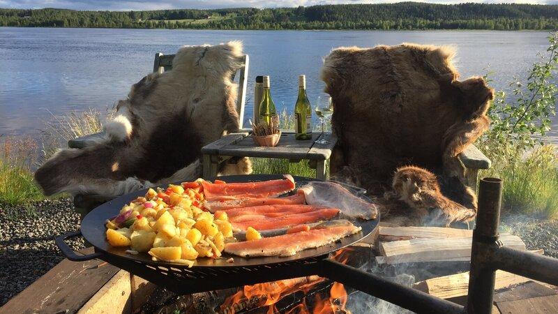 rsz_zweden-lapland-harads-treehotel-summer-outdoor-dinner