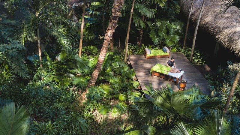 Seychellen-Anantara-Maia-Seychelles-Villas-massage-in-de-natuur