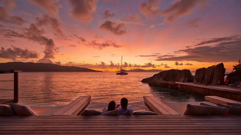 Seychellen-Félicité-Six-Senses-Zil-Payson-zonsondergang-koppel-deck
