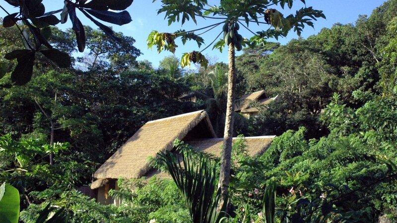 Seychellen-La-Digue-Domaine-de-l'Organeraie-Villa-de-Charme-exterieur