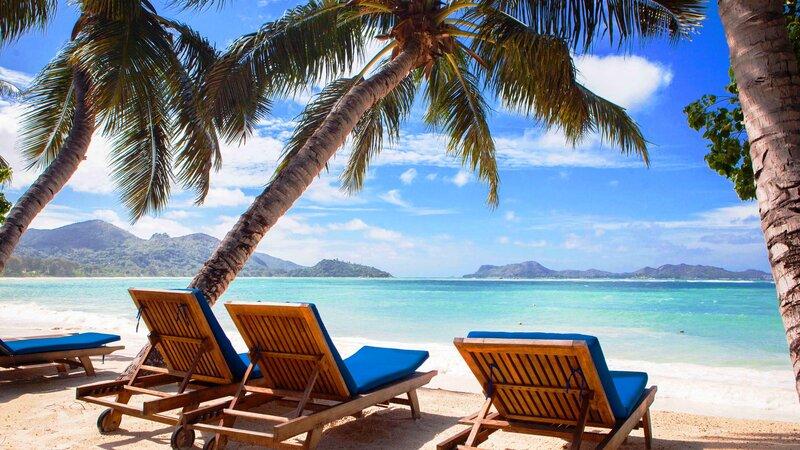 Seychellen-Praslin-LArchipel-ligbedden-strand