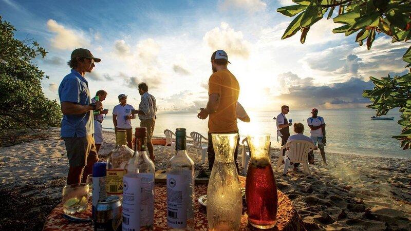 Seychellen-Private-Eilanden-Astove-Coral-House-aperitief-strand-gasten