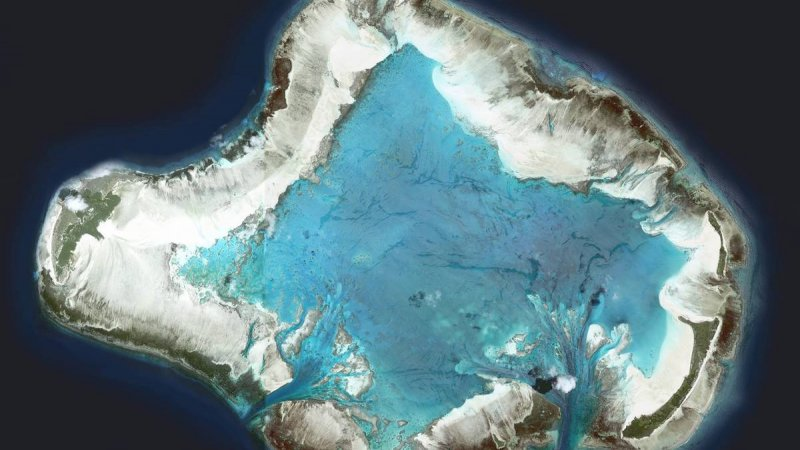 Seychellen-Private-eilanden-BlueSafari-Cosmo-Eco-Camp-luchtfoto-eiland-1