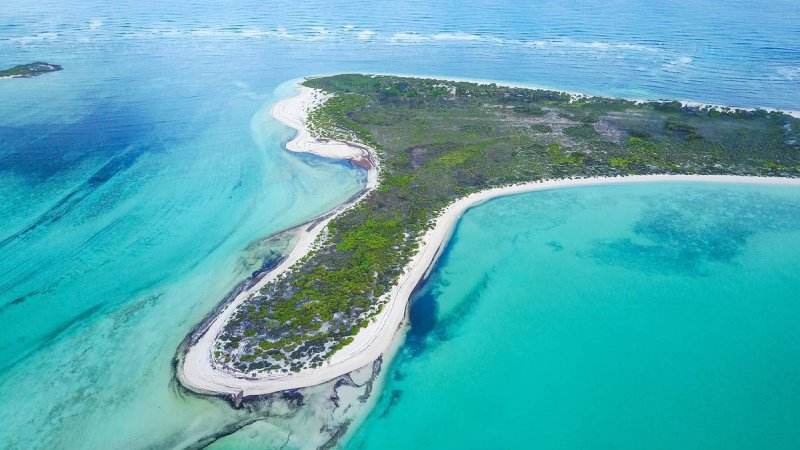 Seychellen-Private-eilanden-BlueSafari-Cosmo-Eco-Camp-luchtfoto-eiland-2