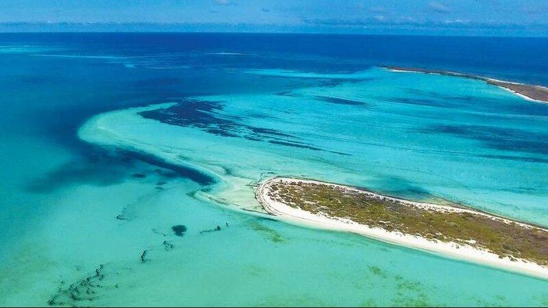 Seychellen-Private-eilanden-BlueSafari-Cosmo-Eco-Camp-luchtfoto-eiland