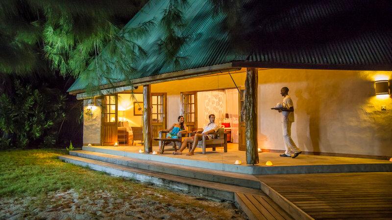 Seychellen-Private-Eilanden-Denis-Private-Island-cottage-avond