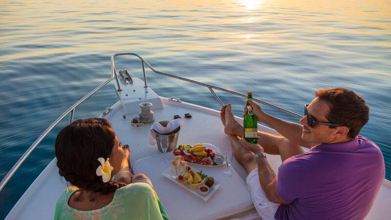 Seychellen-Private-Eilanden-Denis-Private-Island-koppel-cruise-zonsondergang